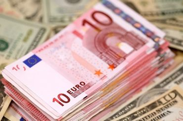 Доллар падает на фоне неутешительных данных по США