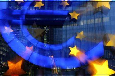 Евро снижается на фоне плохих данных по инфляции