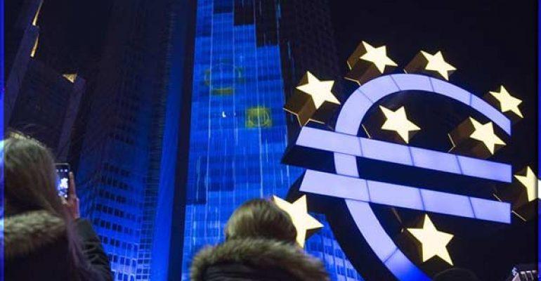 Евро дешевеет в конце торговой недели